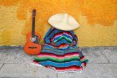 Постер, плакат: Мексиканские типичный ленивый человек Сомбреро Hat гитара Serape