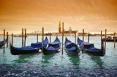 Постер, плакат: Gondolas With View Of San Giorgio Maggiore