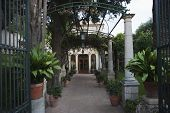 picture of messina  - Entrance of a building - JPG