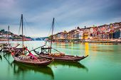 pic of old boat  - Porto - JPG