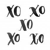 Постер, плакат: XO hugs and kisses hand drawn text calligraphy design Vector Xoxoxo abbreviation acronym marker hig