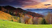 Постер, плакат: Величественные восход солнца в горах ландшафт HDR изображения
