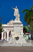 Постер, плакат: Статуя Хосе Марти сборка 1906 Сьенфуэгос Куба