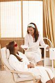 Постер, плакат: Косметолог подготовка к Косметический лазерного отбеливания зубов лечение в салон красоты
