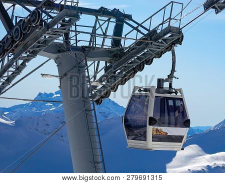 Cabin Cableway Snowboarding And Skiing