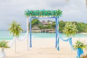 picture of wedding arch  - beautiful wedding arch - JPG