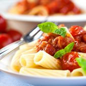 Pasta with tomatoes and pancetta